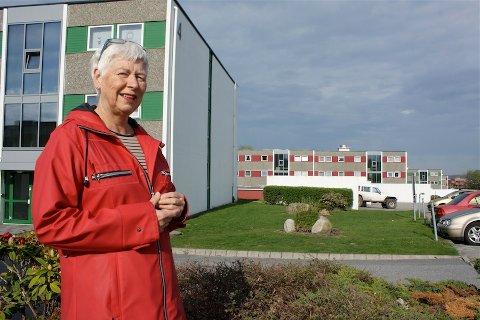 STORT PROSJEKT: Signe Nijkamp, beboer og leder av valgkomiteen i Hauabakken borettslag ser frem til det store prosjektet som skal påbegynnes med blokkene på Varatun.