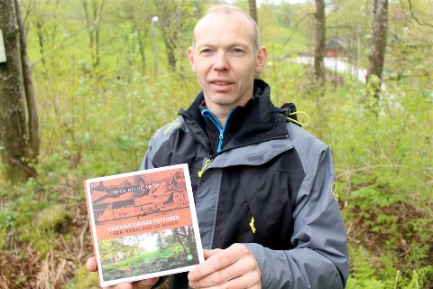 24 TURER: Lokalhistoriker Nils Helge Amdal er forfatteren bak boken «Krigshistoriske fotturer i Sør-Rogaland og Agder».