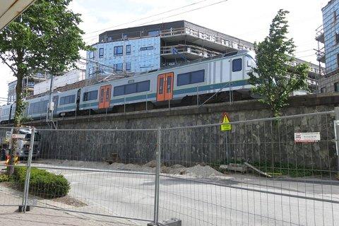 NY UNDERGANG: I anleggsperioden skal det etableres ny undergang her i Sandnes.