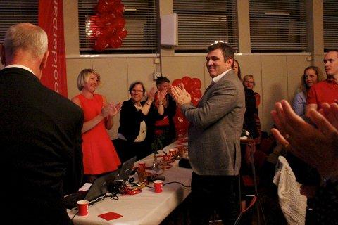 FORTSETTER: Den sittende posisjonen fortsetter samarbeidet i Sandnes, med Arbeiderpartiet som det største partiet. Annelin Tangen og Anne Gravdal jubler under partiets valgvake i går kveld.