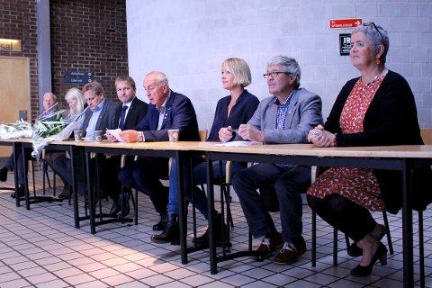 SAMARBEIDSAVTALE: Posisjonspartiene presenterte tirsdag formiddag en foreløpig samarbeidsavtale. Fra venstre: Martin S. Håland (Sp), Sofoe Margrethe Selvikvåg (Sp), Tore Andreas Haaland (Frp), Pål Morten Borgli (Frp), Stanley Wirak (Ap), Annelin Tangen (Ap), Jan Refsnes (SV) og Heidi Bjerga (SV).