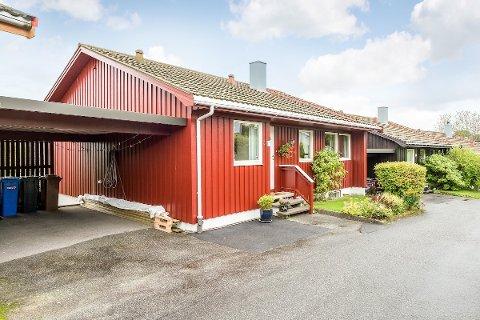 UNDER TAKST: Denne eneboligen i Varatunhagen på 164 kvm., ble solgt for 3,4 millioner kroner. Prisantydning var 3,5 millioner kroner.