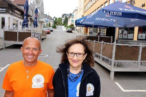 – STENG TIDLIGERE: Terje Øgreid og Anne Marie Rovik i Partiet de kristne i Sandnes ønsker at utelivet må stenge kranene én time tidligere. I dag må puber stenge ølkranene klokken 01.30 i Sandnes.