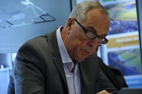 AVVISANDE: Stanley Wirak avviser at det kan bli skulekrise i Sandnes.