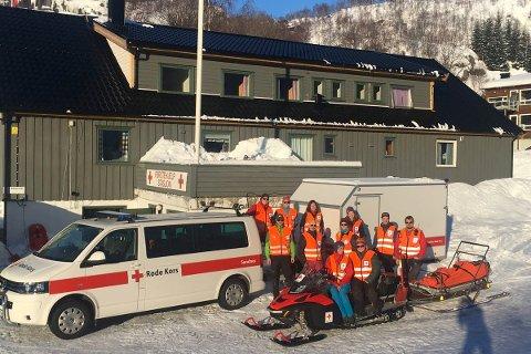 PÅ PLASS: Hjelpekorpset til Sandnes Røde Kors er på plass på Sinnes.