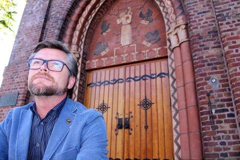 RASER: Thor Magne Seland mener kirkens holdning til homofile i 2015 er gammeldags. Forrige uke ble det vedtatt at kirken fortsatt kan nekte homofile personer sentrale verv i kirken på grunn av samlivsform.