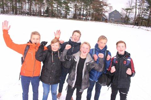 ISTID: Petter Soma, Mikkel Nygaard, Isak Bertinussen, Eskil Solland, Sebastian Hustad og Vetle Hommersand jubler over sikker is på Gisketjernet.