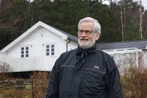 HYTTEEIER: Øivind Ole Midthun har overtatt hytta foreldrene bygde i 1952. Han har feriert på Usken hele livet.