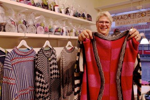 STRIKKING: Heidi Helmen satser på danske strikkeprodukter i Storgata.