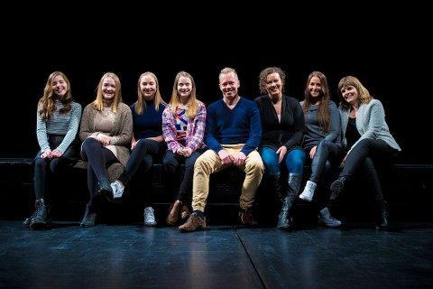 MUSIKALKONSERT: Av 40 songarar som møtte til audition gjekk desse åtte vidare. Frå venstre: Mari Eriksen Bølla, (Bryne), Miriell Langeland (Sandnes), Helene Åsnes (Sandnes), Emilie Wetteland (Sola), Morten Aakre (Egersund), Hege Kristin Kjærvoll (Sandnes), Inger Lise Hope (Stavanger) og Magnhild Hadland (Egersund).