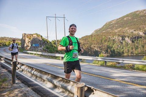 LØP: Gauken Andres Klingsheim Folkvord opplever mye natur ved deltagelse i ekstremløp, her under Lysefjorden Inn.