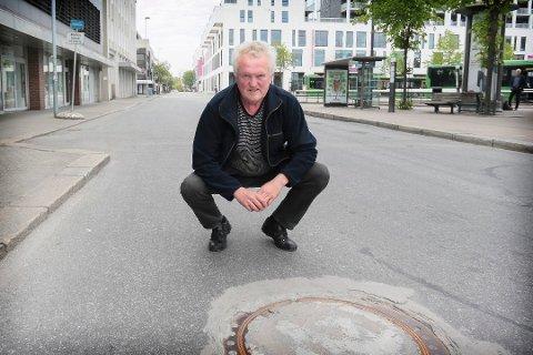 Terje Lunde er en av flere politikere som ikke blir med videre i bystyret. Her avbildet i Vågsgata i en annen sammenheng.