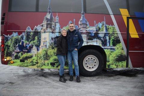 FÅR STØTTE: Ingvar og Silje Landa i Ingvars reiser setter pris på støtten de får fra blant annet Rune Bjerga på Facebook. De erkjenner at de har vært gjennom en tung tid i forbindelse med smitten på en av deres busser.