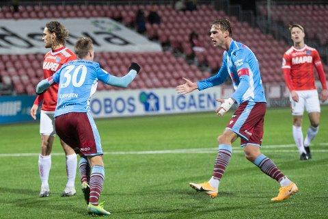 Jærbuen Magnus Grødem får sine tidligere lagkamerater på besøk i oppkjøringene.