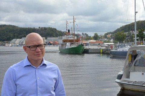 I 2019 debuterte Espen Skjerven med krimboken «Slakt», men det er nok som ansatt i Jæren tingrett at han har mesteparten av sin lønn.