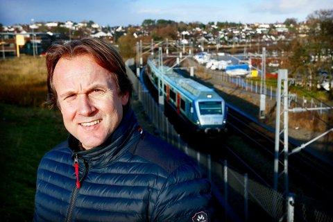 Erlend Kristensen (MDG) foreslår at Sandnes og Stavanger i samarbeid ansetter egen bybåndsarkitekt med henblikk på å utvikle strekningen mellom Sandnes og Stavanger.