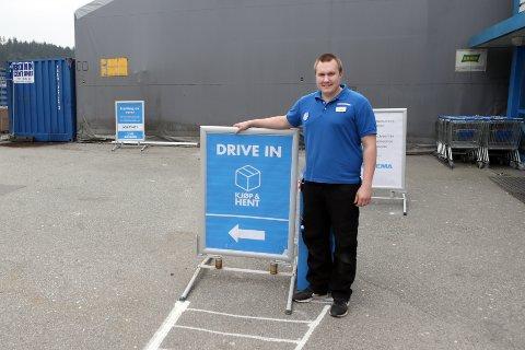 GLAD: Ole Sommer er veldig glad for at mange benytter seg av den nyopprettede tjenesten som er «drive in» like ved inngangsdøren.