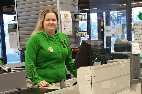 Butikksjef Trine Vistnes Fidan for Kiwi i Vågsgata, mener det kan være lurt å være litt tidlig ute med påskehandelen i 2020.