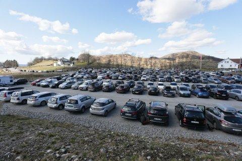 BEDRE: Etter utvidelsen på Gramstad er det langt bedre parkeringsmuligheter, men det kan fort bli kaotisk også der når det er finværshelg.