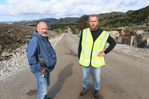 Jan Helge Vassbø og Eivind Selen fra Motvind Norge i Vardafjell vindpark. Et arbeid de ønsker å stoppe umiddelbart.