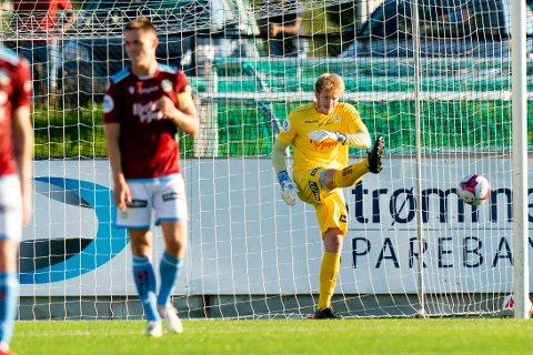 Sandnes Ulf-keeper Pål Vestly Heigre fortviler under 1. divisjonskampen i fotball mellom Strømmen og Sandnes Ulf på Strømmen stadion.