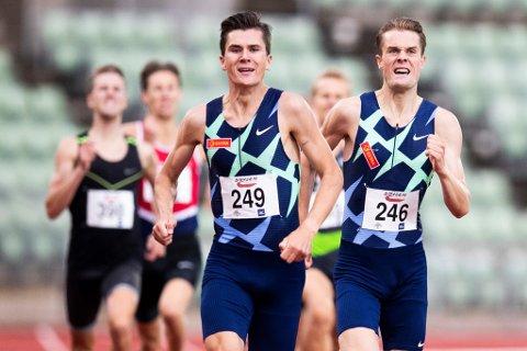 Løpebrødrene Jakob og Filip Ingebrigtsen får med seg Henrik søndag.