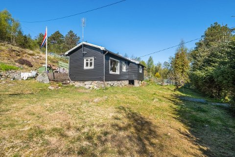 Hytta i Espefjellveien på Hommersåk har en prisantynding på 890.000 kroner.
