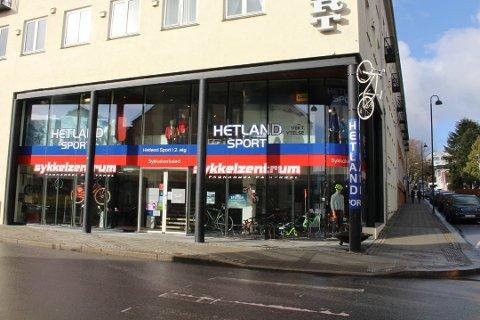 FLYTTER: Etter åtte år i Huset Vårt flytter Hetland Sport neste år butikken til Bystasjonen.