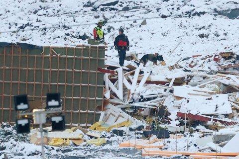 Stort jordskred av kvikkleire har gått ved Ask i Gjerdrum. Flere boliger er tatt av skredet. Fire personer er ikke gjort rede for.