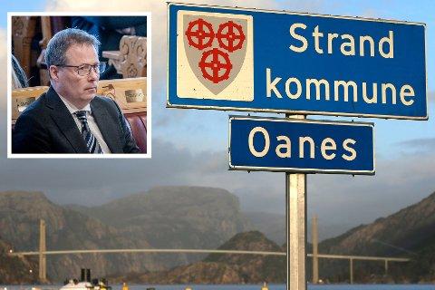 Landets nye kommunal- og distriktsminister Bjørn Arild Gram (Sp) vil ikke stanse det forgjengeren iverksatte.