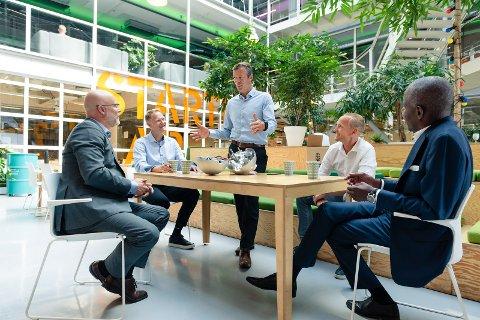 Fra vesntre: Jon T. Berg, partner Sarsia Seed, Brage W. Johansen, adm dir (CEO), Øyvind Teigen, teknologidirektør (CTO), Knut Sandven, driftsdirektør (COO) og Patrick Sandahl, investeringsdirektør Investinor