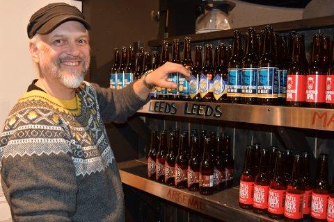OPPGANG: Daglig leder Thor Ståle Johnsen hos Det Gode brygg på Kvadrat kan konstatere at koronaen har gitt oppgang i ølsalget for butikken som slet tøft for bare ett år siden.