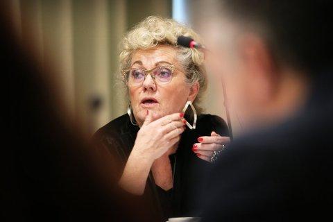 UNDRER: Kommunedirektør Bodil Sivertsen stiller seg undrende til både henvendelse og tidspunkt.