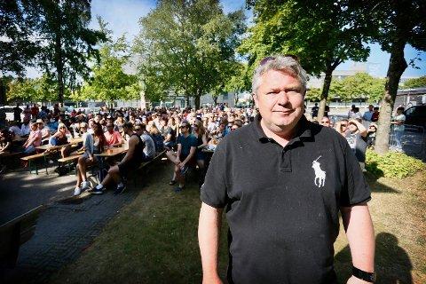 OVERTAR: Tommy Skjæveland er valgt til ny styreleder for foreningen Værtskapet som representerer brorparten av byens uteliv pg restauranter.