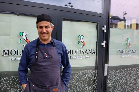 Osman Uzun (53) har drevet spisesteder og utesteder siden 1997. Han blir aldri lei.