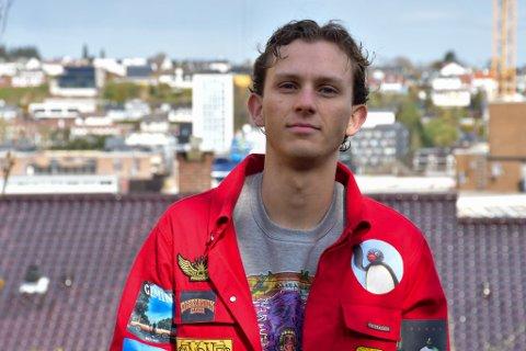 Russepresident Marius Fuglestad (19) er elev ved Vågen vgs. Han tar situasjonen rundt smitte på alvor.