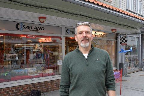 GODT ÅR: For Jone Sæland hos Sæland Hobby i Langgata har 2020 vært et svært godt år med økende omsetning.