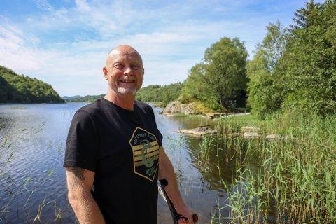 Roald Paulsen (53) fra Sandnes ble arbeidsufør etter en arbeidsulykke. Nå venter han på å få en operasjon som kan endre livet.