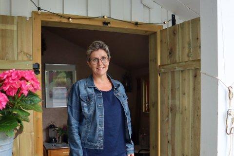 Torunn Bjørgo (48) kjøpte hus på Lura i 2018. Da hun i 2020 mistet kjæresten sin i kreft startet hun et stort hageprosjekt, som ble terapi for henne.
