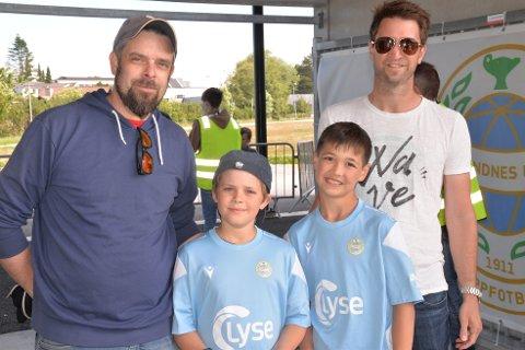 Tok med seg sønnene på kamp. Kris Løklingholm, Birk Løklingholm, Alexander Stadsnes og Trond Stadsnes.