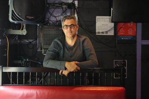 Osman Uzun fortviler over åpningstidene i Sandnes for nattklubbene.