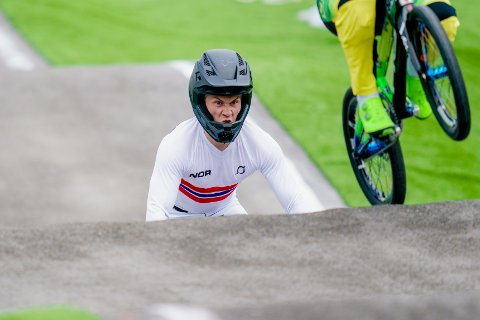 Tore Navrestad i aksjon under OL i Tokyo 2020 semifinale i BMX Racing på Ariake Urban Sports Park.