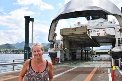 Hilde Levik fra Forsand sier at mange ville ha ferjen tilbake.