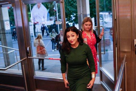 I OSLO: Hadia Tajik ankommer Arbeiderpartiets valgvake i Folkets Hus i Oslo. Foto: Javad Parsa / NTB