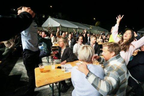 Folk koste seg under helgens Bryggeshow på Hommersåk.