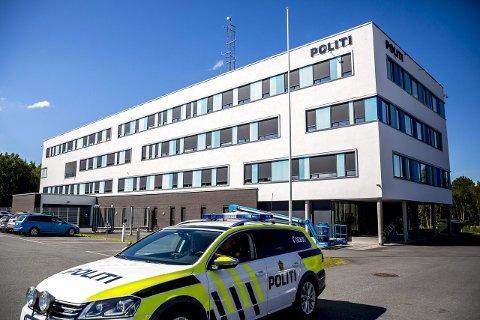 Fredag ble sarpingen igjen innbrakt til politihuset på Grålum. Der valgte han lørdag å samtykke til varetektsfengsling.