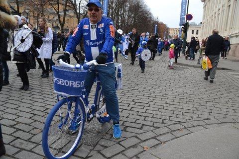 08-SYKKEL: Øystein Larsen syklet gjennom Oslos gater med den fine 08-sykkelen.