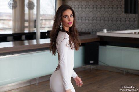 JOBBER HARDT: For Cecilie Andrea Røising har ikke veien mot en nasjonal Miss Universe-finale bare vært en dans på roser. Det har krevd sin innsats. Foto: Tom-André Schøyen