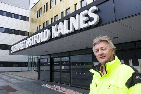 TIME PÅ SYKEHUSET: Helge Stene-Johansen ber folk skjerpe seg og møte opp til sykehustimene.