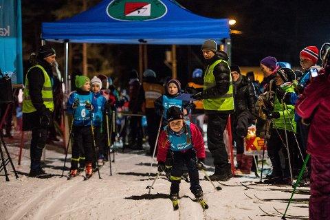 SKOLEKARUSELLRENN: Alt ligger til rette for at det skal bli drømmeforhold i Harehjellen når det første skolekarusellrennet arrangeres tirsdag. Bildet er fra det første rennet i 2014.